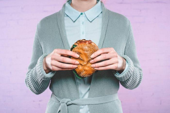 slečna s burgerem